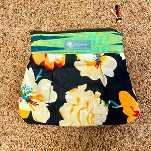 Noonday Collection Flower Clutch🌸🌼